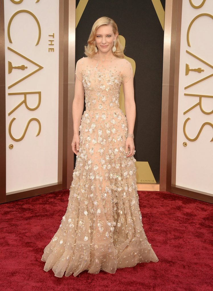 A atriz Cate Blanchett de Armani Prive no red carpet do Oscar em 2014 / Foto: Getty Images.