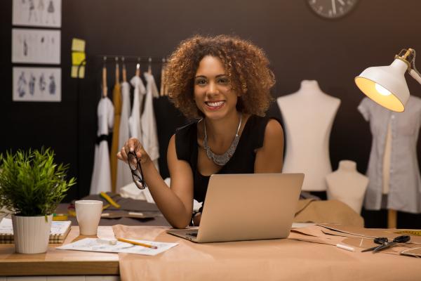 Como Ser Uma Costureira Profissional?