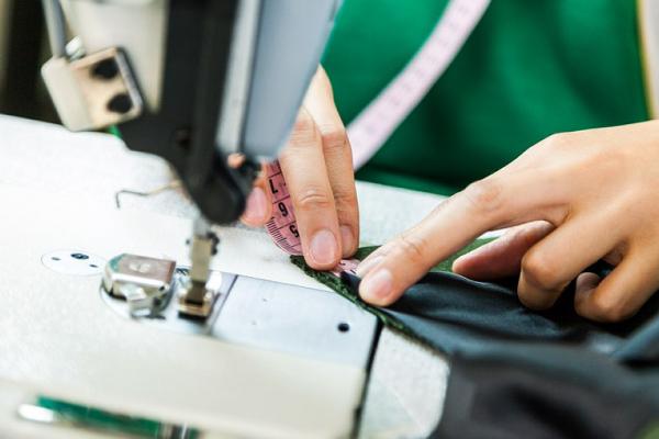 Manuseio da máquina de costura