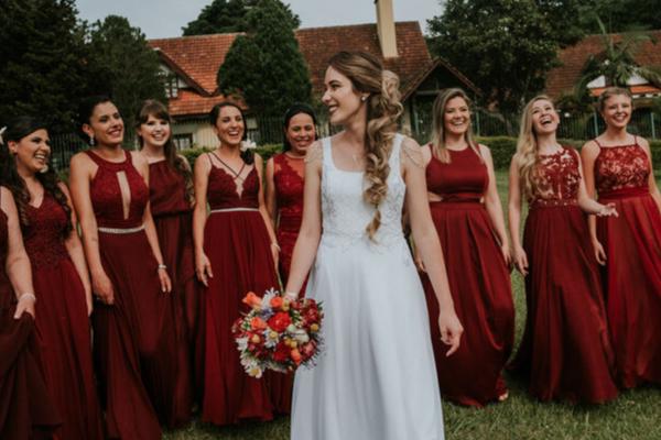 Madrinhas de casamento escolhem zibeline para vestidos